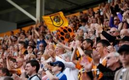 Suporter Hull City memadati Stadion Kingston Communications untuk menyaksikan laga pembuka Premier League yang mempertemukan Hull City dengan Leicester City.