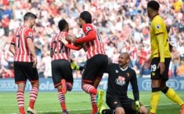 Nathan Redmond (dua kiri) selebrasi usai mencetak gol ke gawang Walford pada menit 58 dalam pertandingan Premier League musim 2016-2017, Sabtu (13/8/2016) malam WIB.