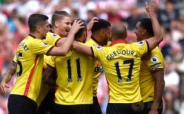 Para pemain Walford merayakan gol yang dicetak Etienne Capoue.