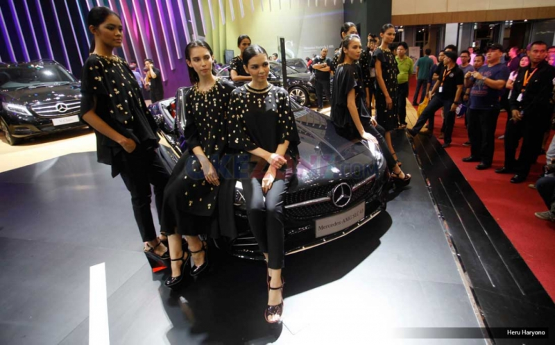 Fashion Show Biyan di Mercedes Benz
