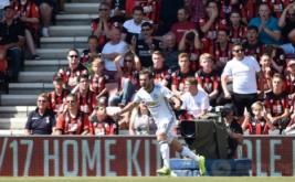 Juan Mata selebrasi usai mencetak gol ke gawang AFC Bournemouth, Minggu (14/8/2016).