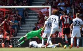 Adam Smith mencetak gol ke gawang Manchester United, Minggu (14/8/2016).