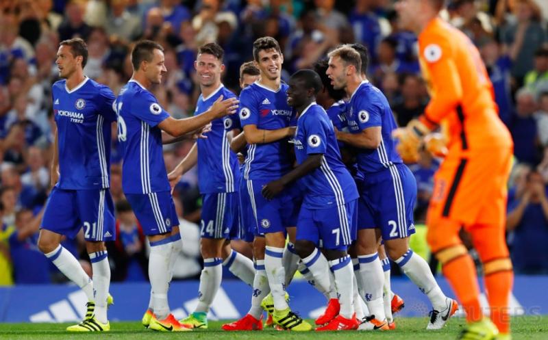 Para pemain Chelsea merayakan gol yang dicetak Eden Hazard.