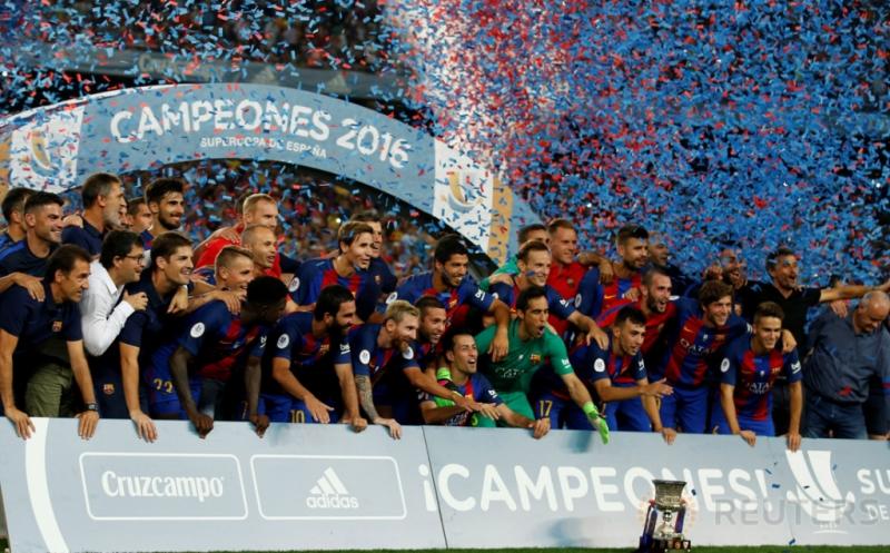 Barcelona keluar sebagai kampiun Supercopa de Espana 2016 usai mengalahkan Sevilla 3-0 (agregat 5-0) pada leg kedua di Camp Nou, Kamis (18/8/2016) dini hari WIB.