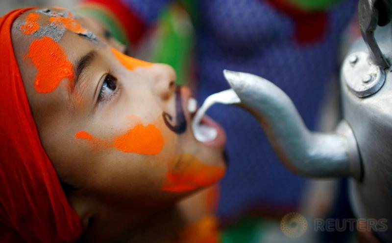 Ketika Bocah-Bocah di Nepal Dirias Jelang Festival Sapi