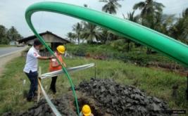 <p>  PT XL Axiata Tbk membangun ratusan kilometer jaringan fiber optik (FO) di Kalimantan sebagai wujud komitmen dalam bidang pembangunan telekomunikasi di seluruh Indonesia.</p>