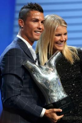 Cristiano Ronaldo terpilih sebagai Pemain Terbaik Eropa musim 2015-2016. Ronaldo berhak atas trofi tersebut setelah mampu bersaing dengan Gareth Bale dan Antoine Griezmann.