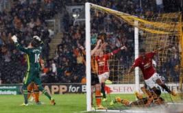 Marcus Rashford (kanan) selebrasi usai mencetak gol ke gawang Hull City di injury time pada matchday ketiga Liga Inggris.