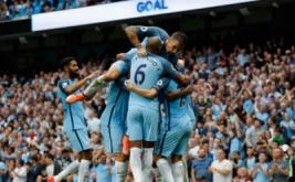 Para pemain Manchester City melakukan selebrasi dalam laga lanjutan Premier League, Inggris, Senin (29/8/2016) dini hari WIB. Manchester City berhasil mengalahkan West Ham dengan skor 3-1.