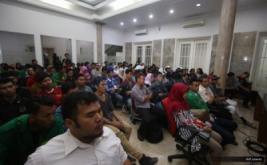 <p>  Pihak MeTube memberikan penjelasan tentang MeTube kepada pelajar dan mahasiswa yang hadir dalam sosialisasi MeTube di DPP Perindo, Jakarta, Senin (29/8/2016).</p>