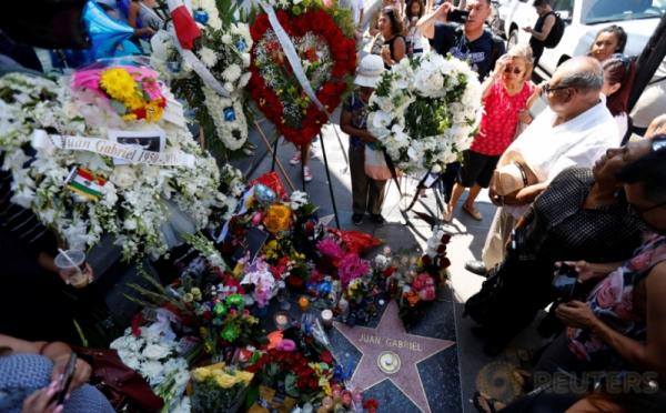 Lilin dan Bunga untuk Legendaris Meksiko Juan Gabriel
