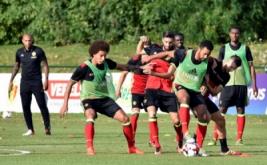 Thierry Henry (kiri) pada sesi latihan timnas Belgia, Senin (29/8/2016). Henry ditunjuk sebagai asisten pelatih Roberto Martinez dalam menukangi timnas Belgia.