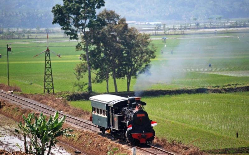 Kereta Uap Kuno, Siap Antar Anda Berwisata