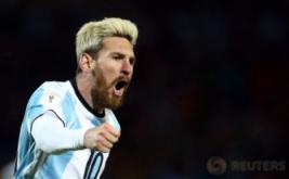 Pemain Timnas Argentina Lionel Messi melakukan selebrasi usai mencetak gol pada kualifikasi Piala Dunia 2018 zona CONMEBOL  di Estadio Malvinas, Argentina, Jumat (2/9/2016). Gol semata wayang Lionel Messi membawa Argentina meraih kemenangan 1-0 melawan Uruguay.