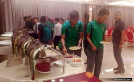 Timnas langsung menuju Sport Hotel Hanoi untuk makan malam. Cuaca Hanoi cerah dan suhu nornal. Program besok latihan sore pukul 16.30 di Lapangan YFTC, Hanoi. Selain itu besok Timnas U19 juga akan mengikuti Match Coordination Meeting di hotel pukul 08.00.
