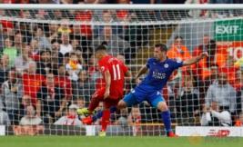 Liverpool menambah keunggulan lewat gol ke empat dari Roberto Firmino pada pertandingan Liverpool vs Leicester City di Stadion Anfield, Inggris, Sabtu (10/9/2016). Pada pertandingan tersebut tuan rumah berhasil menang telak 4-1 atas juara bertahan Leicester.