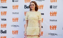 Senyum Manis Aktris Cantik Emma Stone