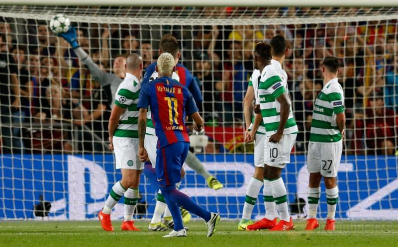 Neymar mencetak gol ke gawang Celtic FC pada babak kualifikasi Grup C Liga Champions 2016-2017 di Camp Nou, Bercelona, Spanyol, Rabu (14/9/2016) dini hari WIB.