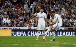 Cristiano Ronaldo (kanan) mencetak gol ke gawang Sporting pada laga matchday perdana Grup F Liga Champions 2016-2017 di Santiago Bernabeu, Madrid, Spanyol, Kamis (15/9/2016) dini hari WIB.