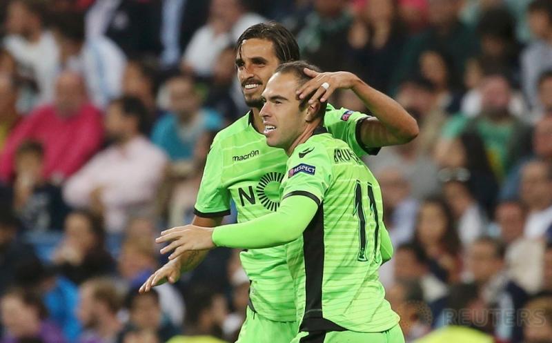 Bruno Cesar (kanan) merayakan golnya bersama Bryan Ruiz pada laga matchday perdana Grup F Liga Champions 2016-2017 di Santiago Bernabeu, Madrid, Spanyol, Kamis (15/9/2016) dini hari WIB.
