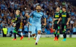 Sergio Aguero selebrasi usai mencetak gol kedua ke gawang Borussia Monchengladbach pada laga perdana fase penyisihan Grup C Liga Champions 2016-2017, Stadion Etihad, Manchester, Kamis (15/9/2016) dini hari WIB.
