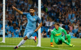 Sergio Aguero selebrasi usai mencetak gol ke gawang Borussia Monchengladbach pada laga perdana fase penyisihan Grup C Liga Champions 2016-2017, Stadion Etihad, Manchester, Kamis (15/9/2016) dini hari WIB.