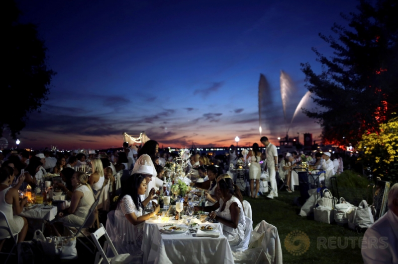 Ribuan Orang Ikut Makan Malam Massal di New York