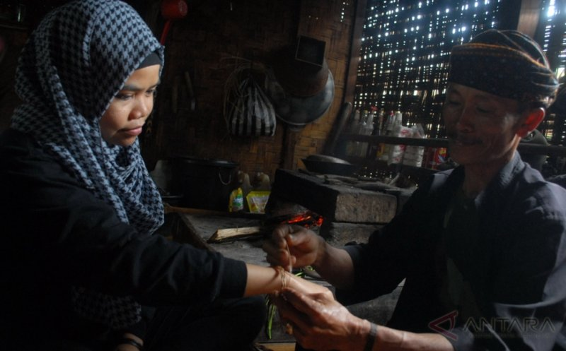 Gelang Simpai, Kerajinan Tradisional dari Serat Tumbuhan Pakis