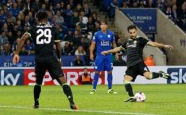 Cesc Fabregas mencetak gol ketiga dari tendangan bebas.