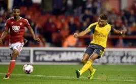 Alex Oxlade-Chamberlain mencetak gol ke gawang Nottingham Forest pada pertandingan Piala Liga, Rabu (21/9/2016) WIB.