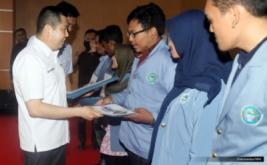 <p>  Sebanyak 10 mahasiswa berprestasi menerima dana pendidikan dari MNC Group.<br />  </p>