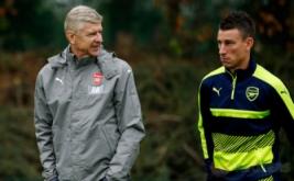 Pelatih Arsenal Arsene Wenger bersama Laurent Koscielny pada sesi latihan Arsenal menjelang laga Kualifikasi Grup A Liga Champions kontra Basel. Meski pekan kemarin meraih kemenangan 3-0 dari Chelsea di Liga Inggris 2016-2017, Arsenal tidak mau menganggap remeh Basel.