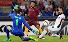 Mohamed Salah (tengah) mencetak gol ke gawang Astra pada laga lanjutan Europa League, di Stadio Olimpico, Jumat (30/9/2016) dini hari WIB.
