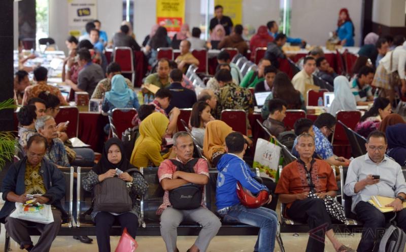 Wajib Pajak Padati Kantor Pajak di Hari Terakhir Batas Pengampunan Pajak