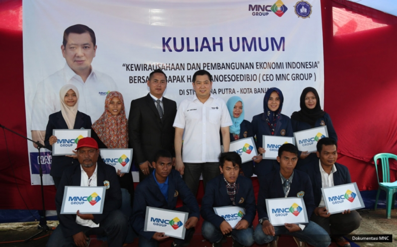 Hary Tanoe Berikan Dana Pendidikan untuk Mahasiswa STISIP Bina Putra Banjar
