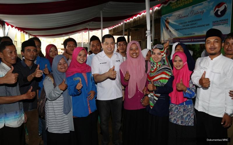 Hary Tanoe Motivasi Siswa SMK Berbasis Pesantren di Kota Banjar