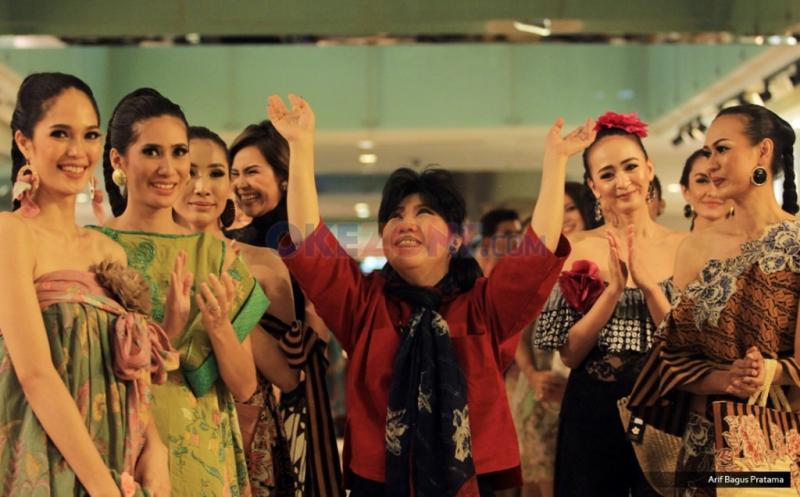 Perpaduan Batik dan Kebaya Dihadirkan Anne Avantie pada Pasar Tiban