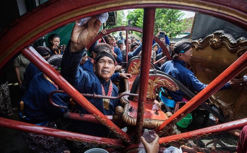Tradisi Setiap 7 Suro, Jamasan Kereta Keraton Yogyakarta