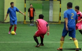 Laga futsal dalam perayaan ulang tahun kedua MNC Bank di Planet Futsal, Kenari, Jakarta, Sabtu (8/10/2016). Acara tersebut diperuntukkan kepada seluruh karyawan MNC Bank sebagai wujud apresiasi, usaha, dan kerja keras mereka membangun MNC Bank selama dua tahun.