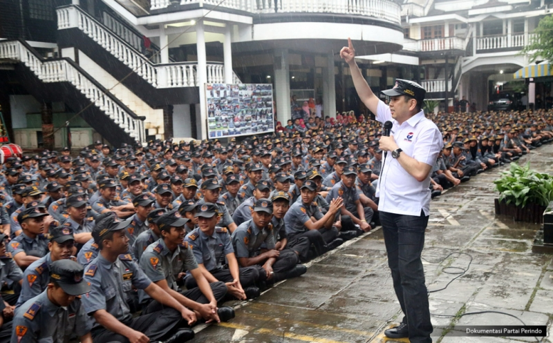 Di Bawah Guyuran Hujan, Hary Tanoe Motivasi 1.500 Siswa-siswi SMK PN 2 Purworejo