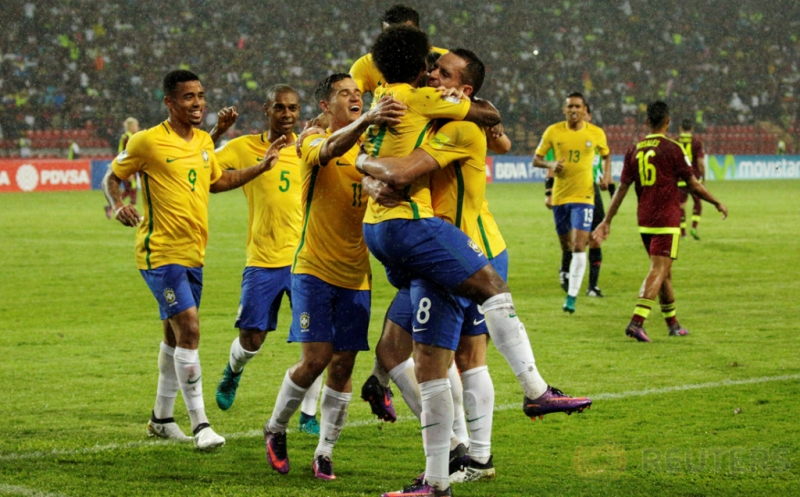Pemain Brasil merayakan gol yang dicetak Willian pada Kualifikasi Piala Dunia 2018 Zona Conmebol, Rabu (12/10/2016).