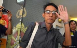 Sambil Tersenyum Ario Kiswinar Penuhi Panggilan Penyidik Polda Metro