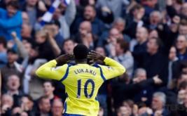 Romelu Lukaku selebrasi usai mencetak gol ke gawang Manchester City pada kedelapan Liga Inggris 2016-2017, Sabtu (15/10/2016) malam WIB.