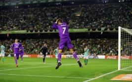 Cristiano Ronaldo selebrasi usai mencetak gol ke gawang Real Betis pada laga pekan kedelapan Liga Spanyol 2016-2017, Minggu (16/10/2016) dini hari WIB.