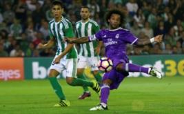 Marcelo (kanan) mencetak gol ke gawang Real Betis pada laga pekan kedelapan Liga Spanyol 2016-2017, Minggu (16/10/2016) dini hari WIB.