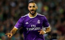 Karim Benzema selebrasi usai mencetak gol ke gawang Real Betis.