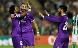 Marcelo (kiri) merayakan gol bersama rekan-rekannya usai mencetak gol ke gawang Real Betis.