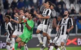 Pemain Juventus merayakan kemenangan mereka atas Udinese pada laga lanjutan Serie A yang berlangsung di J-Stadium, Minggu (16/10/2016).