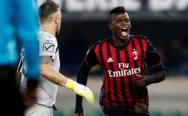 M'Baye Niang selebrasi usai mencetak gol ke gawang Chievo Verona.