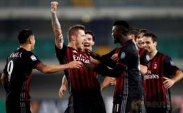 Sejumlah pemain AC Milan merayakan gol yang dicetak Juraj Kucka (dua kiri).